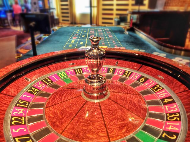 High end roulette wheel with polished finish